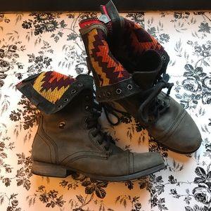 STEVE MADDEN zip up combat boots Aztec size 6.5